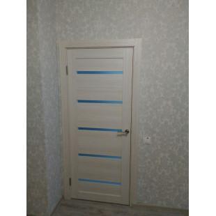 дверь 7Х капучино с серыми обоями